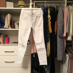 Gianni Bini distressed jeans